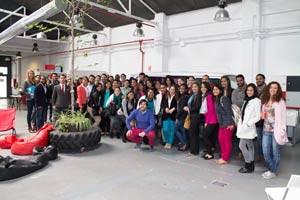 Los alumnos de Next IBS visitan garAJE, donde emprender es un trabajo de equipo