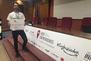 Juan Manuel Nieto, de Micocar premio al proyecto más innovador en el Concurso de Ideas del Congreso Iniciador para Emprendedores