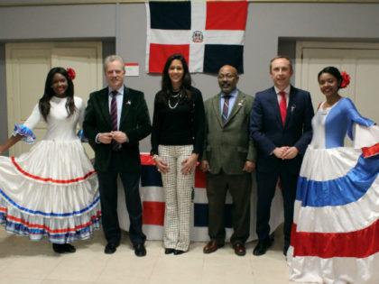 Becados del MESCyT celebran el Día de la República Dominicana en España