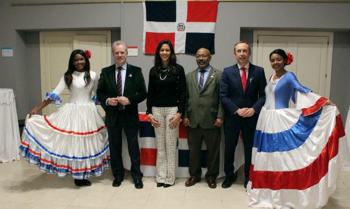 Alumnos del MESCyT celebran el Día de la Independencia de la República Dominicana en Next IBS