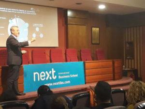 El embajador de Panamá en los Diálogos con Líderes Profesionales de Next