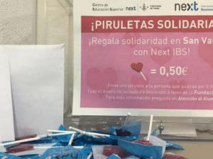Casi 600 piruletas solidarias recorren las aulas de Next IBS por San Valentín